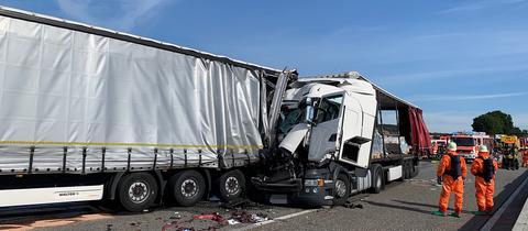 Unfall mehrerer Lkw auf der A5 bei Butzbach