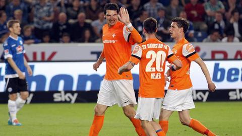 Dominik Stroh-Engel feiert den Treffer zum 3:1