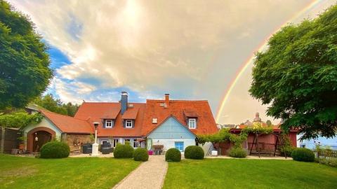 Oberförsterei Vielbrunn, schöne Parkanlage mit Regenbogen