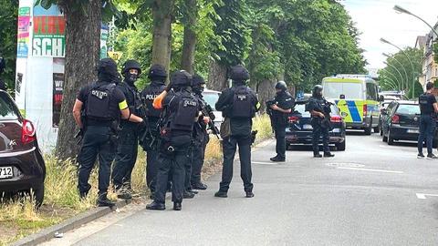 Polizisten aus Strasse
