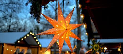 Weihnachtsmarkt mit Stern