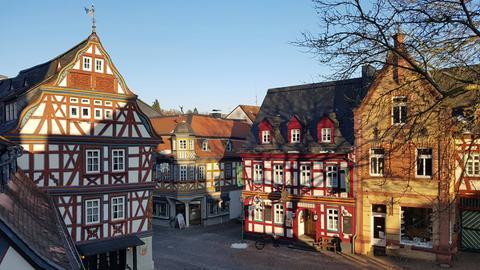 Bunte Fachwerkhäuschen zieren die Idsteiner Altstadt.