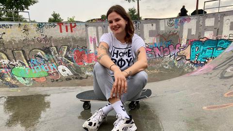 Skaterin Miriam Kassis im Hafenpark