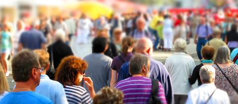 Menschen auf einem Straßenfest