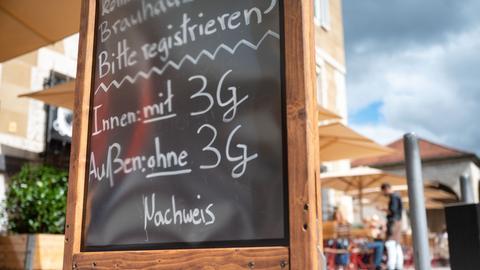 Schild zu 3G-Regel in der Gastronomie