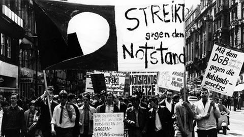 Protest gegen die geplanten Notstandsgesetze im Mai 1968