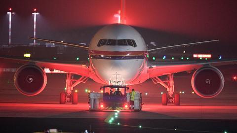 Ein Flugzeug am Frankfurter Flughafen.