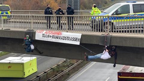 Abseilaktion an der A485 bei Gießen