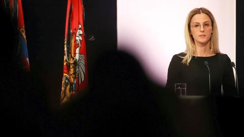 Ajla Kurtovic, Schwester des ermordeten Hamza Kurtovic, spricht bei der Gedenkfeier für die Opfer des Anschlags von Hanau