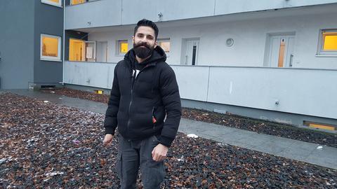 Der Syrer Tariq Al Ali vor der Gemeinschaftsunterkunf tin Eschborn.