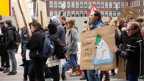 Altachtundsechziger und junge Demonstranten