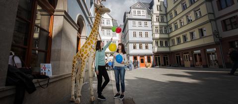 Touristen in der Frankfurter Altstadt.