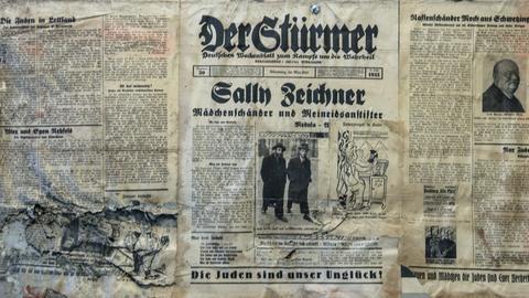 """""""Stürmer""""-Ausgabe aus Berliner Ausstellung mit der Fußzeile """"Die Juden sind unser Unglück"""""""