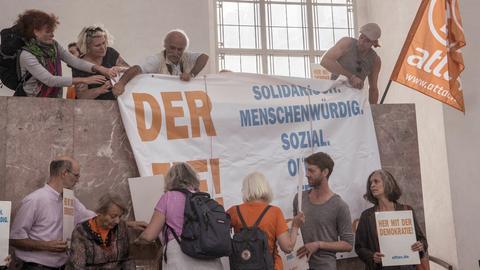 Attac-Aktivisten in der Paulskirche