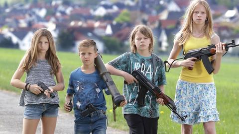 Kinder mit Waffen