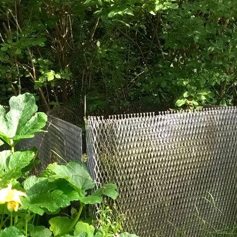 Ein Kompostgestell aus altem Grenzzaun