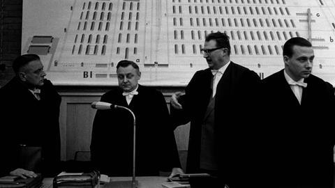 Gerhard Wiese (r.) mit den anderen Staatsanwälten Grossmann, Kugler und Vogel