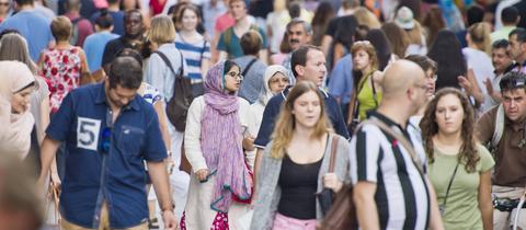 Die Zahl der in Hessen lebenden Ausländer ist deutlich gestiegen.