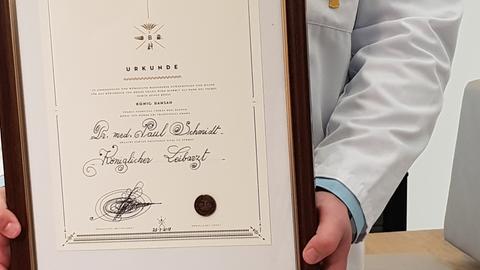 Königliche Auszeichnung für den Bensheimer Arzt Schmidt
