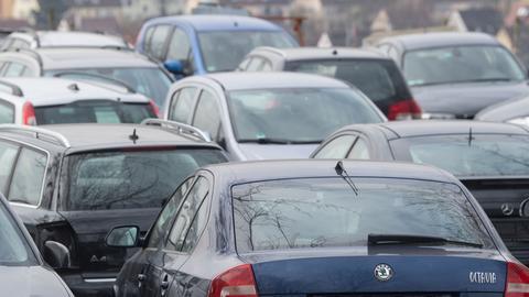 Viele geparkte Autos