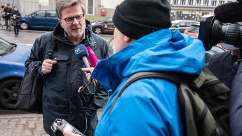 AWO-Bundesvorsitzender Wolfgang Stadler im Gespräch mit hr-Reporter Wolfgang Hettfleisch