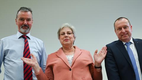 Petra Rossbrey (Mitte) umgeben von den Interimsvorständen Gerd Romen (links) und Steffen Krollmann (rechts)