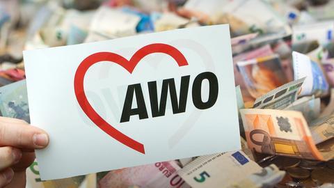 Das AWO-Logo vor einem Haufen Euo-Scheine
