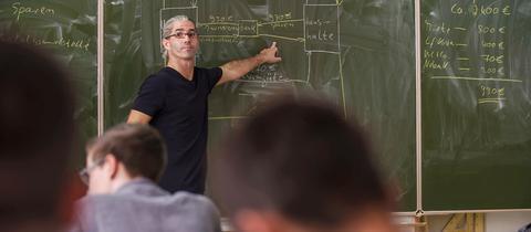 Verdient weniger brutto als früher, hat aber trotzdem mehr netto: Lehrer Florian Bonvissuto
