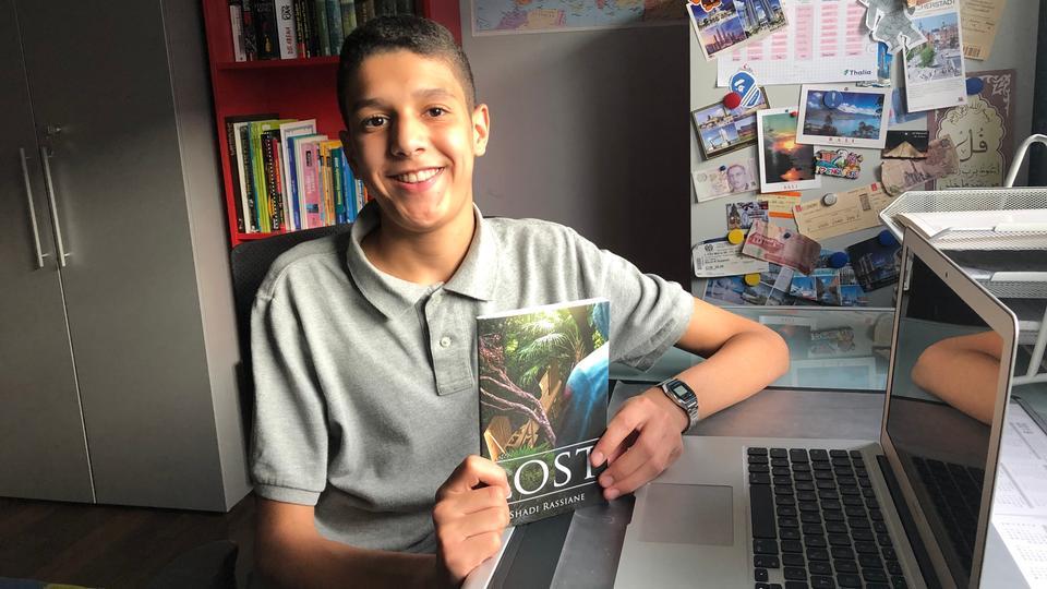 "Shadi Rassiane mit seinem Buch ""Lost"""