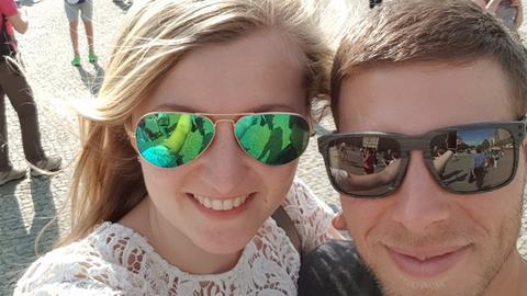 Michaela und Ryan vor dem Brandenburger Tor