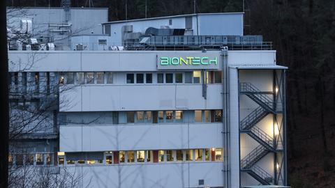 Das Gebäude des Impfstoffherstellers Biontech am Standort Marburg.