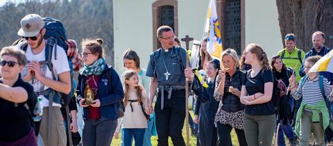 Der künftige Fuldaer Bischof Michael Gerber auf Pilgerwanderung