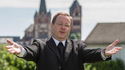 Der designierte Limburger Bischof Georg Bätzing im Garten des Priesterseminars in Limburg.