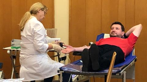 Rüdiger Glaser spendet zum 125. Mal Blut.