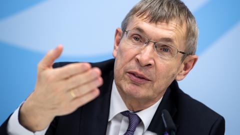 Klaus Cichutek, Professor für Biochemie an der Goethe-Universität Frankfurt und Präsident des Paul-Ehrlich-Instituts