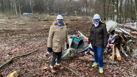 CDU-Landtagsfraktionschefin Ines Claus (l.) im Dannenröder Forst