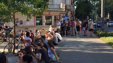"""Das """"Gudes""""-Wasserhäuschen in Frankfurt ist ein beliebter Treffpunkt zum """"Cornern."""""""