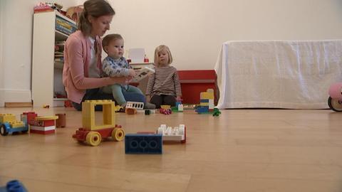 Sigrid Mehring-Zier mit ihren Kindern, die sie wegen Corona zu Hause betreuen muss