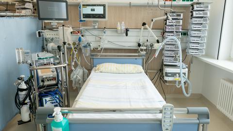 Leere Betten auf Intensivstationen