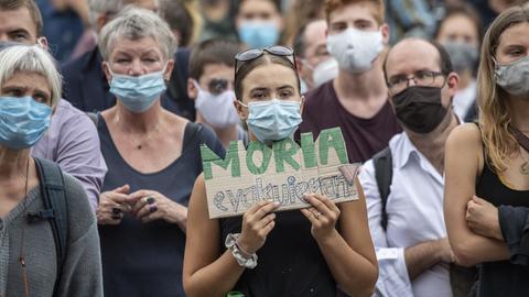 Menschen demonstrieren in Frankfurt nach Brand in griechischem Flüchtlingslager Moria