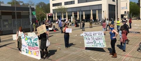 Blick auf die Demo am Freitag auf dem Berliner Platz in Gießen.