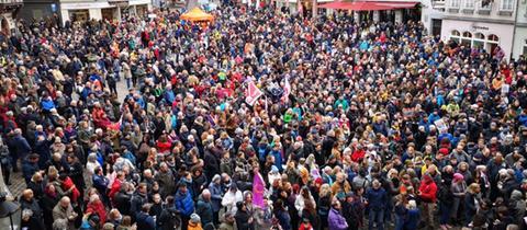 Gegen Hass, Hetze und Mord: Demonstranten am Samstag in Marburg