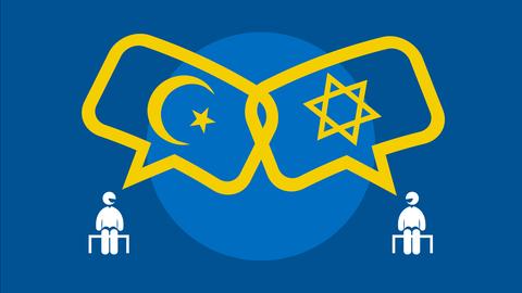 Grafik: Zwei Menschen (Icons) sitzen nebeneinander. Aus ihren Mündern kommen Sprechblasen, in denen einmal das Zeichen für das Judentum und einmal das Zeichen für den Islam zu sehen sind.
