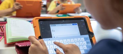 Schüler am Tablet