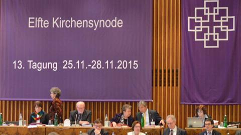 Das Podium der EKHN-Synode in Frankfurt.
