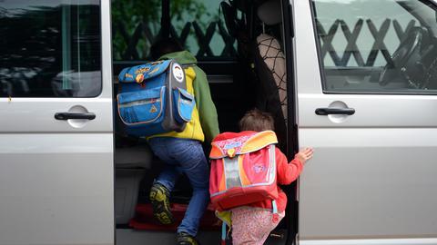 Elterntaxi auf dem Weg zur Schule