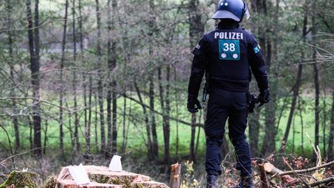 Ermittlungen gegen Polizisten nach Absturz von Waldbesetzerin