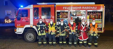 Feuerwehrleute aus Rabenau in Nikolausverkleidung