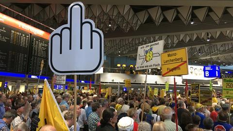 250. Flughafen-Demo