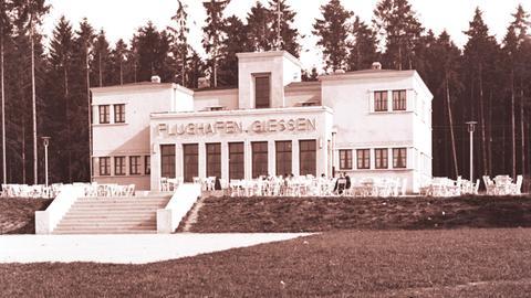 Historische Aufnahme des Flughafengebäudes in Gießen